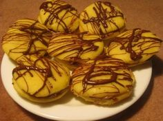 csokis apró süti Hungarian Recipes, Biscuits, Muffin, Yummy Food, Sweets, Cookies, Breakfast, Cake, Desserts