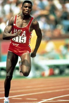 Carl Lewis - 100 meters - Photographic print by Bridgeman Images - Shop our photography art prints in limited edition Carl Lewis, Sabrina Salerno, Louis Armstrong, Sylvester Stallone, Steve Mcqueen, Male Pose Reference, Photos Encadrées, Running Club, Sports Celebrities