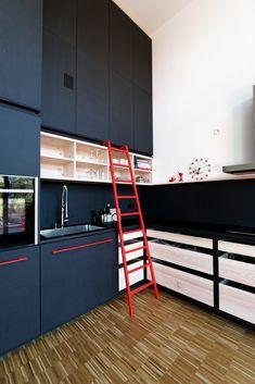 studio10 fronter i lysgr valchromat skrogene er fra ikea. Black Bedroom Furniture Sets. Home Design Ideas