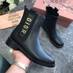 Discover recipes, home ideas, style inspiration and other ideas to try. Sneakers Mode, Sneakers Fashion, Fashion Shoes, Cute Shoes, Me Too Shoes, Timberland Boots, Tokyo Street Fashion, Aesthetic Shoes, Dior Shoes