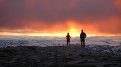 FANNARÅKEN: Få steder kan konkurrere med denne utsikten 2068 meter over havet. Fannaråken Turisthytte er Norges høyeste beliggende turisthytte.  DEN NORSKE TURISTFORENING