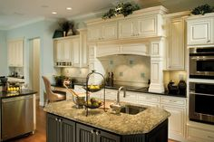 A great custom kitchen makes it easy to get everyone ready and out the door in the morning! http://arthurrutenberghomes.com/