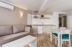 Nuevas imágenes de nuestro Aparthotel Floramar en Cala Galdana, Menorca. www.comitashotels.com
