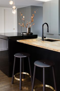 In partnership with our brass halo lights we love the beautiful #bakerstool from @imogroupltd with a bespoke brass foot ring  Interior by @huset_nz   by @studioweir