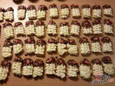 Sbírka 13 chutných receptů na vánoční strojkové cukroví (kukuřičky, banánky nebo linecké třené pečivo) | NejRecept.cz Advent Calendar, Holiday Decor, Advent Calenders