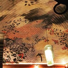 Beautiful hand painted Boveda arched brick ceiling in Tacos Don Felix. This restaurant started as a taco stand in the street, expanded into the owners living room and is now a multi roomed large and popular eating establishment in San Miguel.❤️