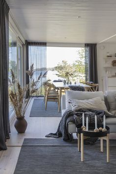 Enhance Your Senses With Luxury Home Decor Interior Design Programs, Loft Interior Design, Scandinavian Interior Design, Small Apartment Decorating, Apartment Design, Interior Decorating, Interior Paint, Loft Interiors, Luxury Home Decor