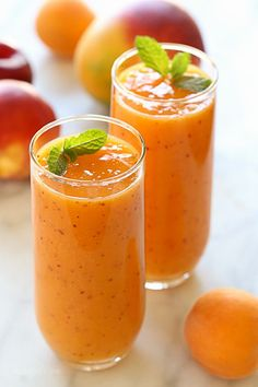 Summer Mango Stone F Summer Mango Stone Fruit Smoothie a dairy-free gluten-free vegan smoothie that is simply delicious made with ripe mango plums apricots and peaches or nectarines. Smoothies Banane, Smoothies Vegan, Smoothie Fruit, Smoothie Drinks, Smoothie Recipes, Fitness Smoothies, Mango Banana Smoothie, Orange Smoothie, Vegetarian Recipes