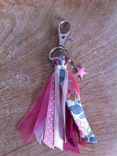 Porte clés bijou de sac rubans tons rose et liberty betsy porcelaine