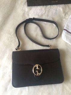 7a0b963a87 28 Best Vintage Handbags images   Classic handbags, Vintage handbags ...