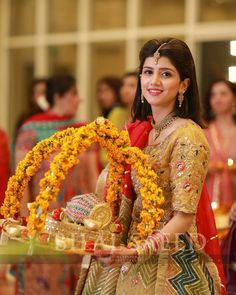 Wedding Hall Decorations, Desi Wedding Decor, Engagement Decorations, Wedding Crafts, Wedding Entrance, Entrance Decor, Thali Decoration Ideas, Indian Wedding Gifts, Wedding Gift Wrapping