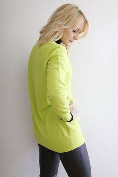 cocomamastyle | Baukjen | outfit of the day | Top 5 sales shopping tips | lime sweater | black leather leggings | mom style