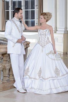 127- zsinóros esküvői ruha, K 52 férfi atilla öltöny- hagyományos sujtással, modern fazonban