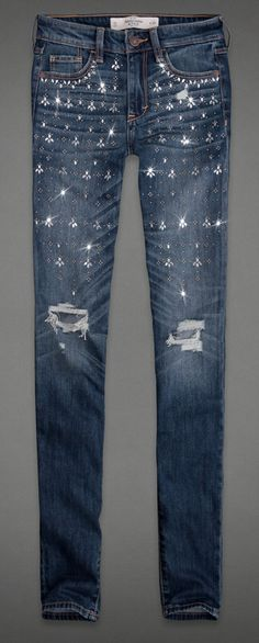 We're obsessed with these Abercrombie jeans - and they're on sale for $38! #rhinestones