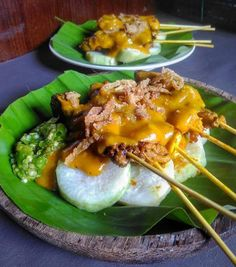 RESEP MASAKAN SATE PADANG How to cook: first stir-fry finely to seasoning, add in cereals, galangal and fried leaves again until cooked season, add sliced eggplant and cardamom prick the skewer, bat Rice Recipes, Asian Recipes, Chicken Recipes, Cooking Recipes, Ethnic Recipes, Sate Padang, Sate Ayam, Indonesian Cuisine, Indonesian Recipes
