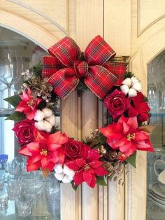 No.xmas-14120/★玄関リース★/アートフラワー・クリスマスリース35cm/グラデーション・ポインセチア Christmas Wreaths, Christmas Crafts, Merry Christmas, Flower Images, Xmas Decorations, Diy Flowers, 4th Of July Wreath, Diy And Crafts, Gift Wrapping