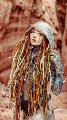 The piercings, the tattoos, the colour 😍 coiffure dreadlocks, dreadlock hairstyles, cute Dreadlock Hairstyles, Cute Hairstyles, Body Art Tattoos, Girl Tattoos, Character Inspiration, Hair Inspiration, Mundo Hippie, Dreads Girl, Red Dreads