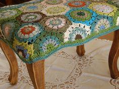crochet footstool, via Ravelry Love Crochet, Crochet Granny, Crochet Motif, Crochet Hooks, Knit Crochet, Crochet Patterns, Hexagon Crochet, Hexagon Pattern, Beautiful Crochet