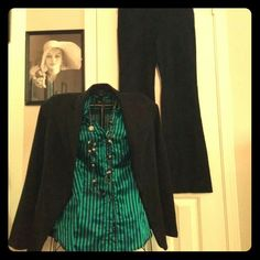 Kelly green and black blouse Very nice button up 3/4 roll tab sleeves. Two working pockets size xl closer to large. Sleeves have two buttons each, left sleeve is missing one. Cannot see when rolled up as shirt is made. Otherwise gently worn. Second pic shows true color. Thanks for looking! Tops Blouses