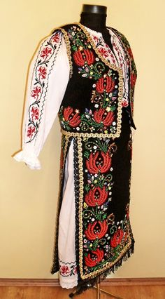 Folk Embroidery, Embroidery Stitches, Embroidery Patterns, Folk Costume, Costumes, Antique Quilts, Going Out, Kimono Top, High Neck Dress