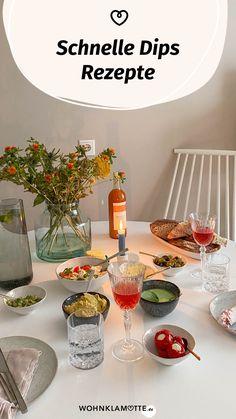Schnelle Dips sind das, was ein Essen erst so richtig köstlich machen. Sei es beim Grillen, bei der Brotzeit oder zum Gemüse am Abend. Von leckeren Dips kann man einfach nicht genug haben. Wir verraten Dir 3 leckere Rezepte. Vegan, Table Settings, Table Decorations, House, Ideas, Few Ingredients, Crickets, Food And Drinks, Home
