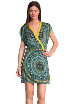 Gekruiste mini-jurk van Desigual model Union. Een heel boheems en licht ontwerp van Mr. Christian Lacroix.