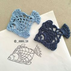 Coisa linda esses peixinhos ótimos para aplique crochet aplique via shHobby: Damskie pasje i hobby. Odkryj i pokaż innym Twoje hobby.Crochet Patterns Stitches Decorate it with a beautiful coaster that can be made into a renderer with a t . Marque-pages Au Crochet, Crochet Fish, Crochet Motifs, Freeform Crochet, Crochet Diagram, Crochet Squares, Crochet Chart, Love Crochet, Irish Crochet