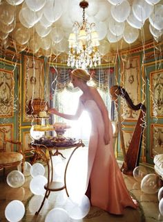 Fancy balloon party, photographer and purpose unknown. Do you have an unbearably fancy French-inspired room? Well, fill it with white balloons and pastries, and you are on your way to party amazingness. Clear Balloons, White Balloons, Glitter Balloons, Helium Balloons, Floating Balloons, Giant Balloons, Latex Balloons, Girl Birthday, Happy Birthday
