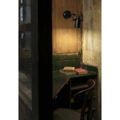 Vanhanajan henkeä huokuva industrial- tyylinen kohdevalaisin. Valaisimen voi asentaa sekä katto- että seinäpintaan. Valaisinta voi suunnata haluttuun suuntaan. Kiinteä asennus.