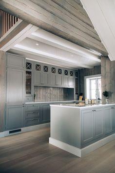 Ideas for kitchen diy art cabinet colors Rustic Kitchen, Diy Kitchen, Kitchen Interior, Kitchen Design, Kitchen Decor, Cabin Kitchens, Cool Kitchens, Luxury Cabin, Cabin Interiors