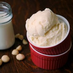 A rich-yet-light ice cream recipe! Macadamia Nut Ice Cream, made with Raw Macadamia Nut Milk!