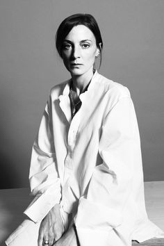 Phoebe Philo of Céline by Andrea Spotorno for Time Sad that she's leaving Celine. Front mom of simplistic fashion Phoebe Philo, Celine, Modern Muse, Forever, Personalized T Shirts, Casual Elegance, A Team, Blouses For Women, Style Icons
