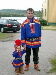 Folk Costume & Embroidery: Overview of Saami costume Traditional Dresses, Traditional Art, Folk Costume, Costumes, Scandinavian Folk Art, Folk Clothing, Nordic Christmas, World Cultures, Dance Wear