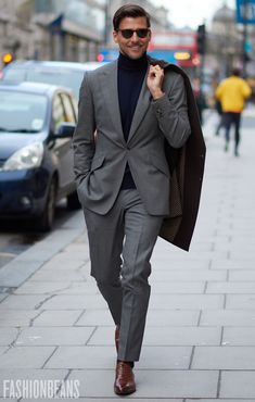 Street Style Photographs by FashionBeans: Johannes Huebl Mature Mens Fashion, Mens Fashion Suits, Mens Suits, Fashion Edgy, Fashion Ideas, Sharp Dressed Man, Well Dressed Men, Johannes Huebl, Most Stylish Men