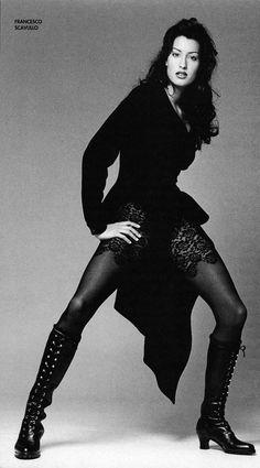 Photo of Canadian fashion model Yasmeen Ghauri. 90s Fashion Grunge, Trendy Fashion, 90s Grunge, Fashion Model Poses, Fashion Models, 90s Party Outfit, 90s Outfit, Nylons, Original Supermodels