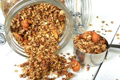 granola appel kaneel Muesli, Granola, Breakfast Cookies, Breakfast Recipes, Healthy Baking, Healthy Recipes, Recipe Images, Oatmeal, Food And Drink