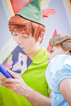 Peter Pan and Wendy Darling reading Peter Pan by JM Barrie This makes my heart happy :) Disney Dream, Disney Love, Disney Magic, Disney Stuff, Peter Pan 3, Peter And Wendy, Disney And Dreamworks, Disney Pixar, Jm Barrie