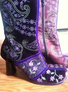 Ixos Womans sz 9 Boots Made In Italy Purple with floral embroidery ~ AMAZING!
