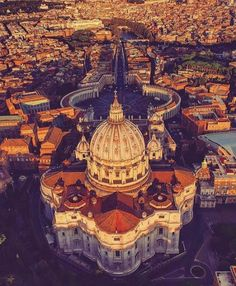 Beautiful shot of Rome Rome Tours, Italy Tours, Places To Travel, Places To Visit, Voyage Rome, City From Above, Santorini, Day Trips From Rome, Rome Hotels
