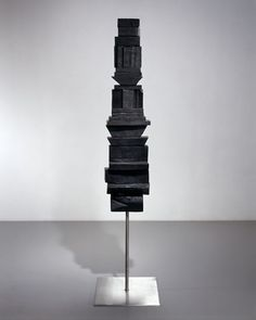 Untitled, 1953 Bronze, black patina 129.5 x 30.4 x 30.4 cm / 51 x 12 x 12 in  BOURG33856  Photo: Christopher Burke