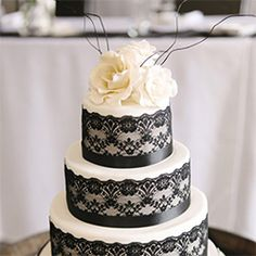 Lace Wedding Cakes ~ Grab a fork & spoon because you're going to eat.this.up. Seriously, every last bite of it! (Candy Capco Photography)