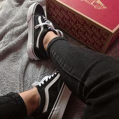 "SÁRA ŠEVČÍKOVÁ na Instagrame: ""It's okay to be a little obsessed with shoes 🤩💙 • • • #newshoes👟#dnesobuvam #vansoldskool #vansplatform #instashoes #shoesmakemehappy…"" Vans Old Skool, New Shoes, Sneakers, Fashion, Tennis, Moda, Slippers, La Mode, Sneaker"
