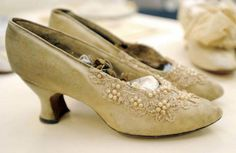 Wedding shoes from the late part of the Danbury Museum wedding Exhibit 1800s Fashion, Victorian Fashion, Vintage Fashion, Victorian Shoes, Vintage Shoes, Vintage Love, Vintage Outfits, Antique Clothing, Historical Clothing