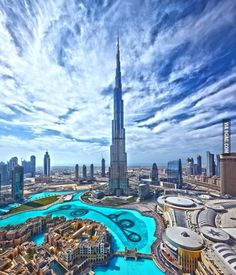 Dubai - view of tallest building and largest fountain in the world