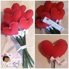 E cadê  as Noivas ??👰 Buquê  em forma de coração  de feltro e com bilhetes para aquela amiga que ainda está solteira !!❤ #artesdamarjorie #feltro #artesanato #noiva #buquê