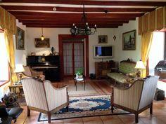 Interior living con muebles de época