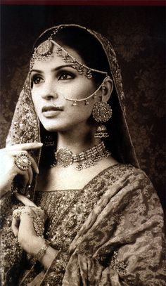 I like the old-fashioned styles in Indian bridal-wear better :) maybe one dayyy .looks stunning Indian Bridal Wear, Desi Wedding, Wedding Dress, We Are The World, Jolie Photo, Saris, Asian Fashion, Indian Beauty, Indian Outfits