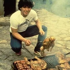 Feliz domingo Diego Diego Armando, Everton Fc, Sports Stars, Football Cards, Fc Barcelona, Football Players, Behind The Scenes, Cool Pictures, Photos