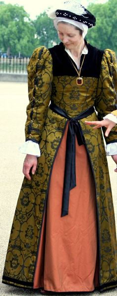Henry Days, Tudor re-enactment at the Old Royal Naval College, Greenwich, June 2009; English Ladies Gown over Kirtle with Partlet - Tudor Era #sca #garb #tudor
