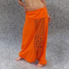 Oranžová kalhotosukně se spirálou